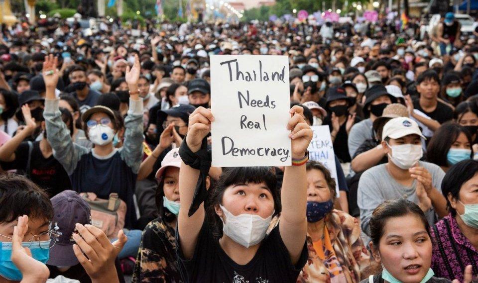 Thailand sarukaaraa dhekolhah muzaaharaa kuran High School kiyavaa kudhin ves maguthakah