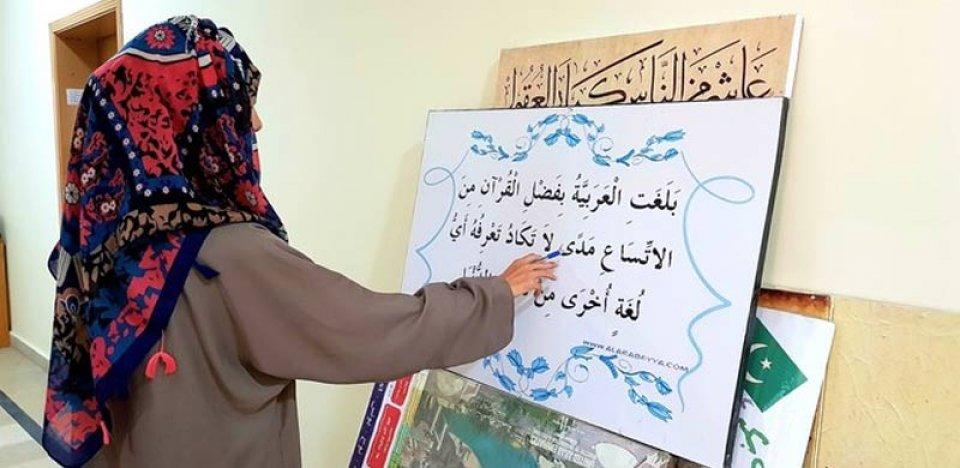 Pakistan school thakugai Arabi bas kiyavai dhenee