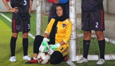 Saudi anhenun ge football mubaaraai fashaifi