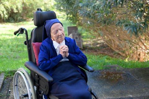 Sister Andre eynage 117 vana ufandhuvas faahaga koffi