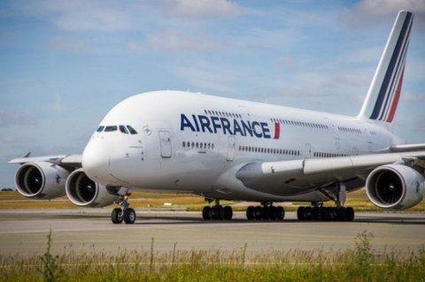 Passenger eh ge undhagoo boduvegen Air France ge boat eh emergency haalathuga jassaifi