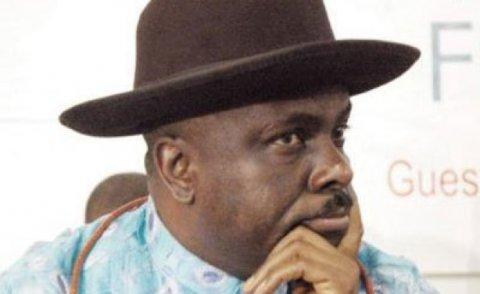Kureege governor dhaulathun vagah negi 5.84 million dollaru, UK in anburaa Nigeria aa havaalu kuranee