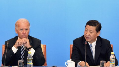China ge raees Xi Jinping akee democracy dhanna beyfulheh noon: Biden